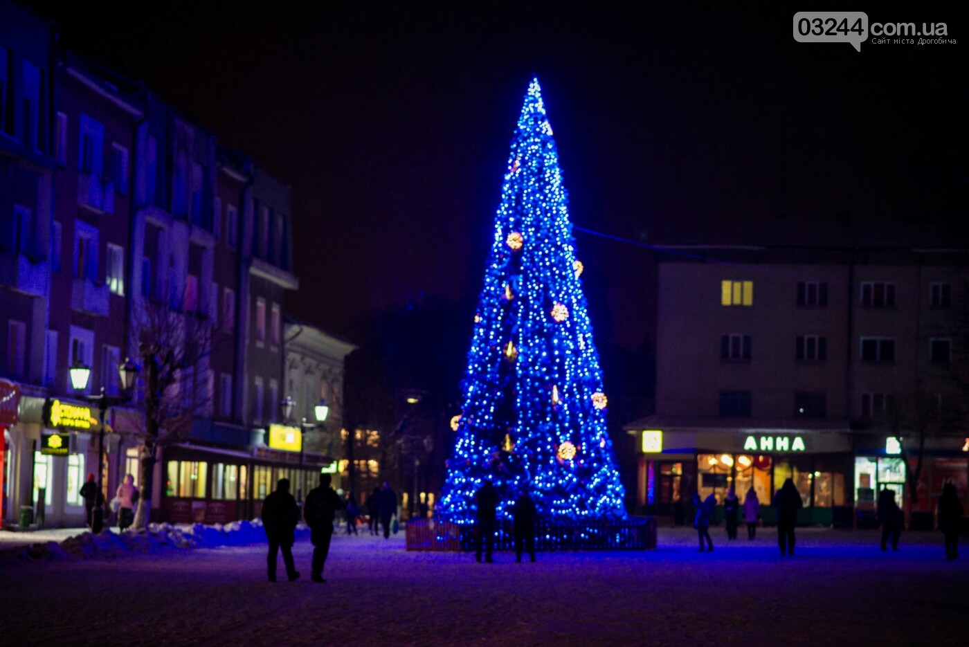 Головні новорічні ялинки Дрогобича, Трускавця та Борислава готують до свят – вогні на них запалять 18 грудня  , фото-1