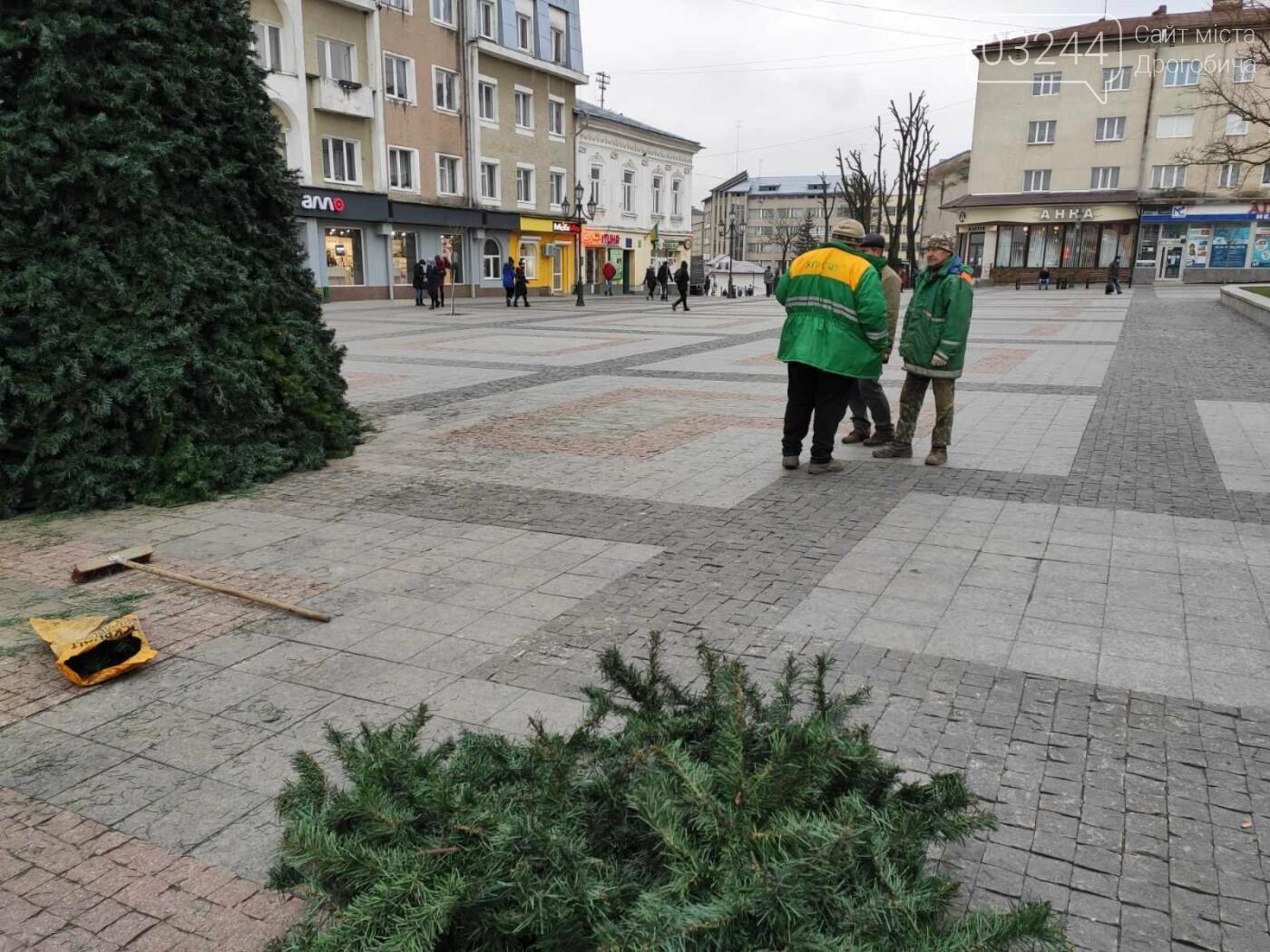 У Дрогобичі встановили новорічну ялинку, - ФОТО, фото-9