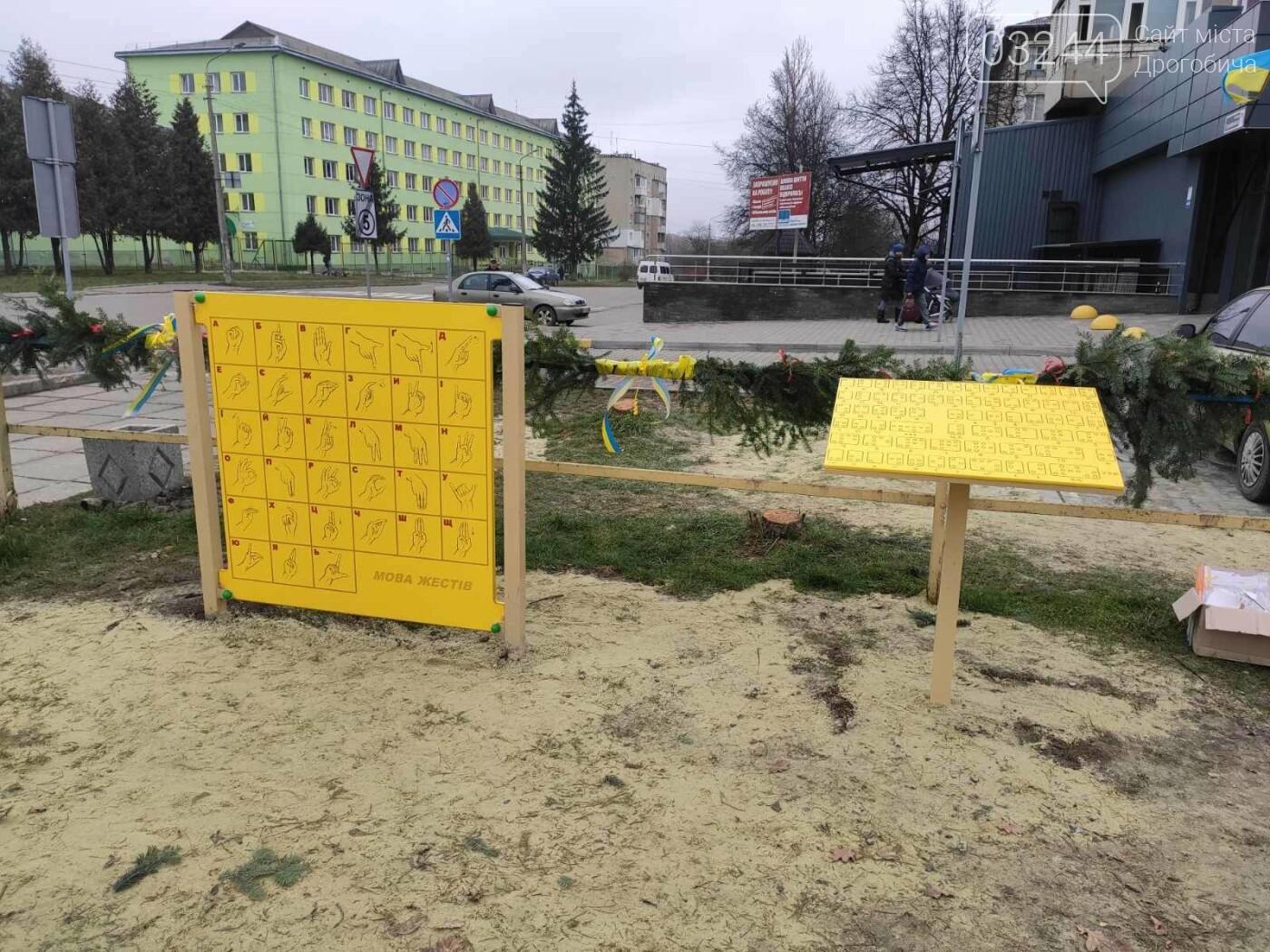 У Дрогобичі відкрили інклюзивний дитячий майданчик для особливих діток, фото-9