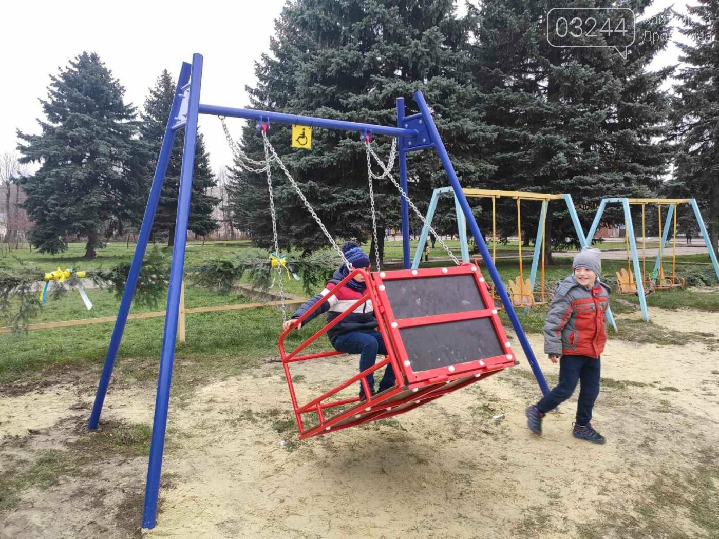 У Дрогобичі відкрили інклюзивний дитячий майданчик для особливих діток, фото-11
