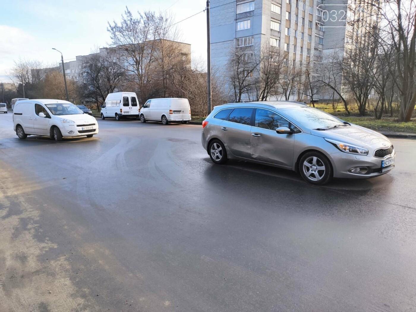 На Володимира Великого не розминулись дві автівки, - ФОТО, фото-1