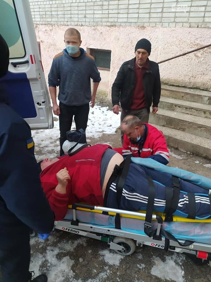 У Стебнику рятувальники допомогли медикам транспортувати хворого, фото-1