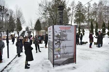 У Львівському Парку культури  відкрили копію вежі Донецького аеропорту, фото-2