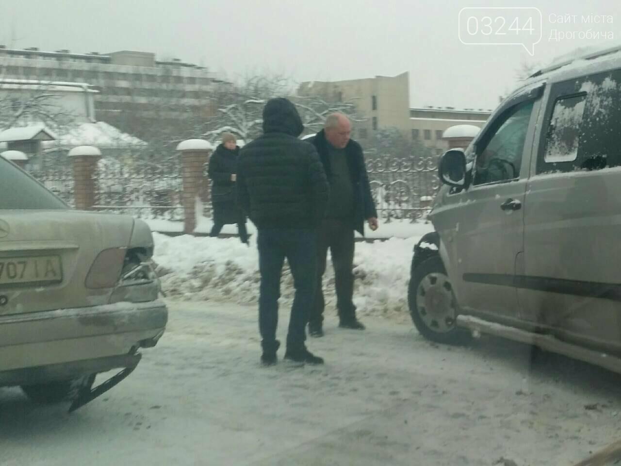 """У Трускавці, внаслідок ДТП, зіткнулись два """"Мерседеси"""", фото-4"""