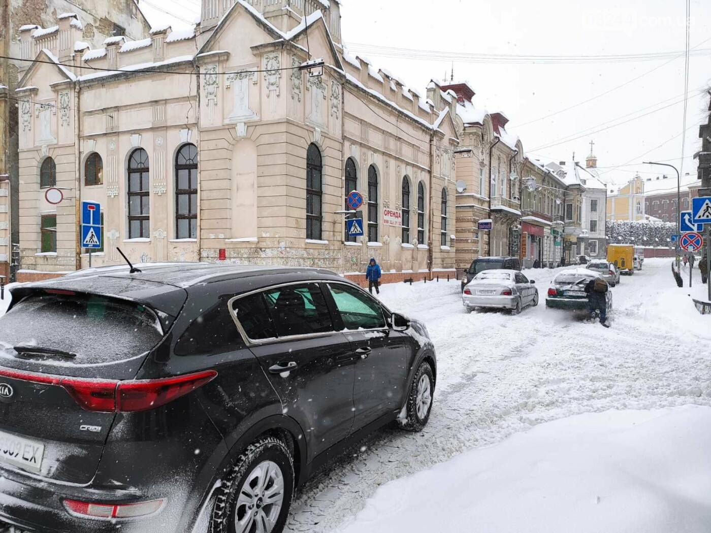 У сніговій пастці – негода випробовує Дрогобиччину. Не всім сьогодні вдалося потрапити на роботу та до школи, фото-12