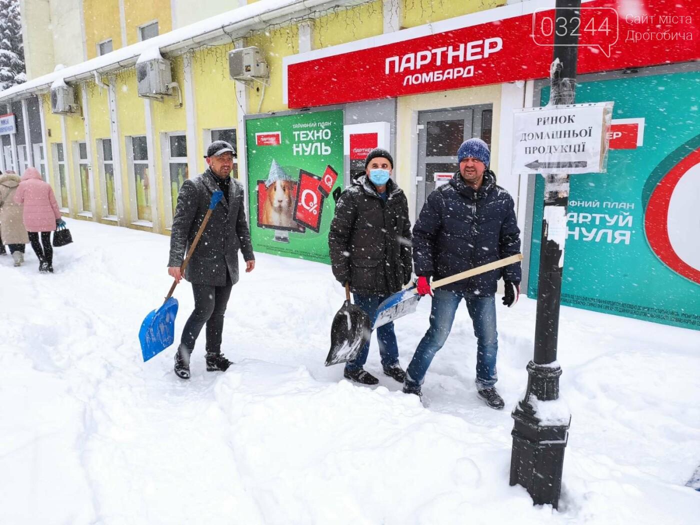 У сніговій пастці – негода випробовує Дрогобиччину. Не всім сьогодні вдалося потрапити на роботу та до школи, фото-7