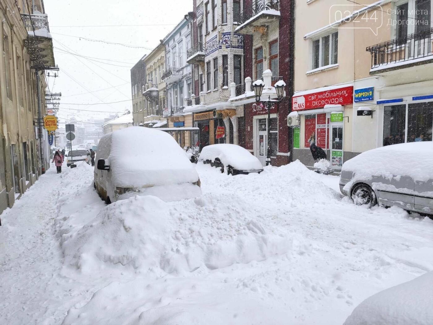 У сніговій пастці – негода випробовує Дрогобиччину. Не всім сьогодні вдалося потрапити на роботу та до школи, фото-5
