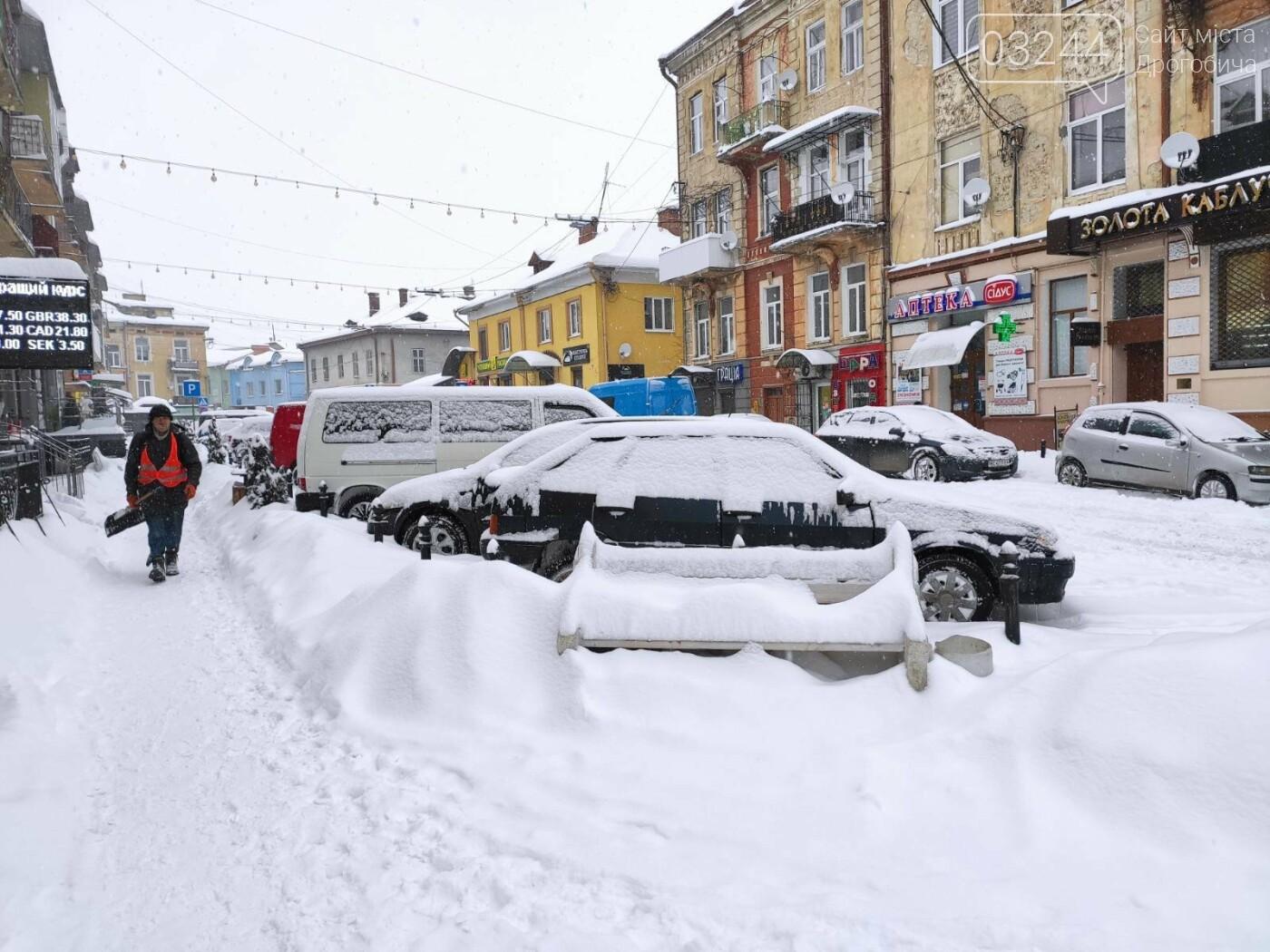 У сніговій пастці – негода випробовує Дрогобиччину. Не всім сьогодні вдалося потрапити на роботу та до школи, фото-8