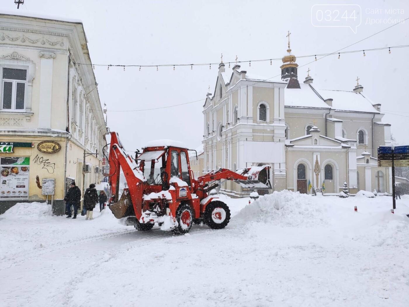 У сніговій пастці – негода випробовує Дрогобиччину. Не всім сьогодні вдалося потрапити на роботу та до школи, фото-23