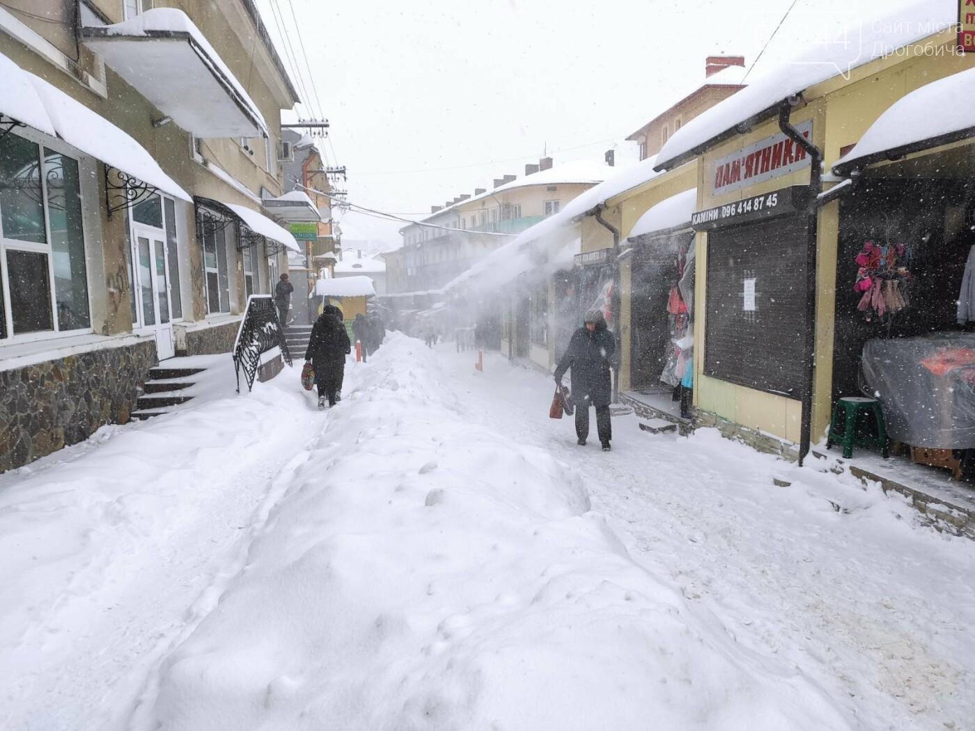 У сніговій пастці – негода випробовує Дрогобиччину. Не всім сьогодні вдалося потрапити на роботу та до школи, фото-17