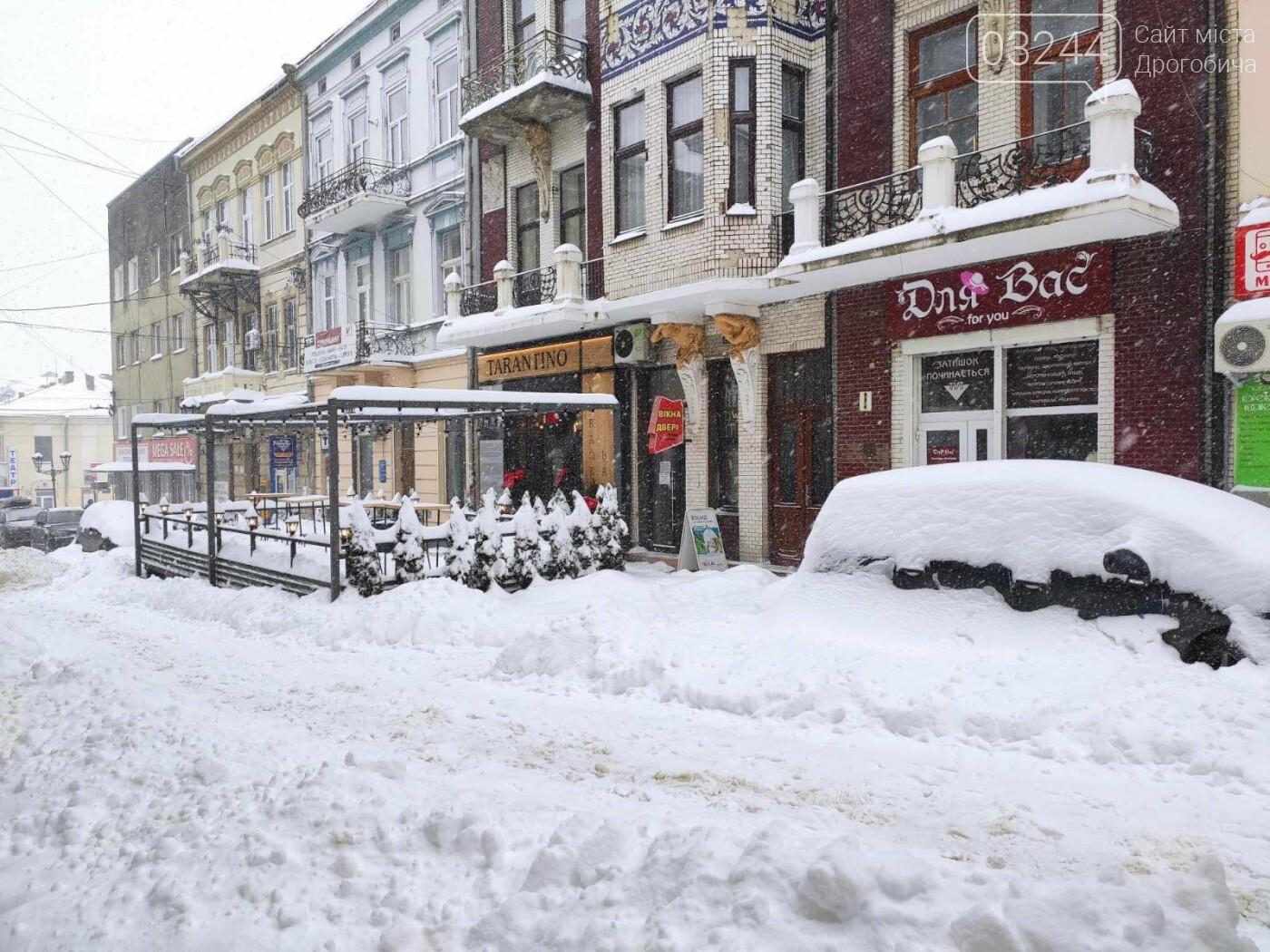 У сніговій пастці – негода випробовує Дрогобиччину. Не всім сьогодні вдалося потрапити на роботу та до школи, фото-4
