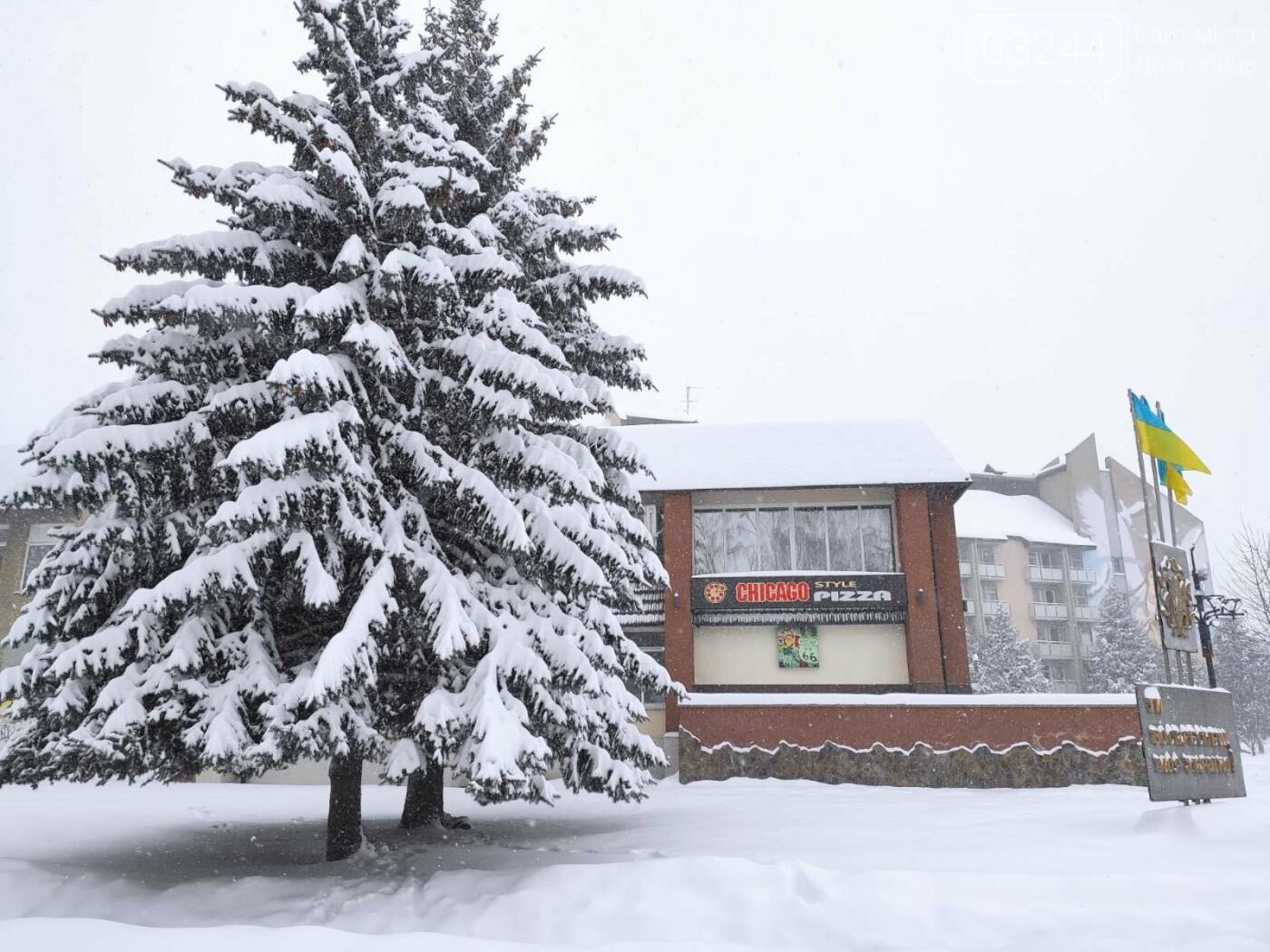 У сніговій пастці – негода випробовує Дрогобиччину. Не всім сьогодні вдалося потрапити на роботу та до школи, фото-21
