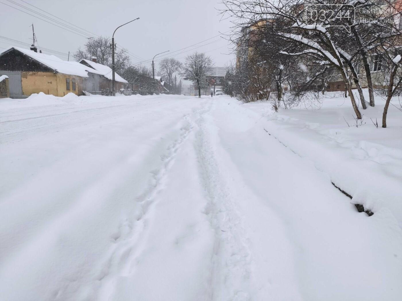 У сніговій пастці – негода випробовує Дрогобиччину. Не всім сьогодні вдалося потрапити на роботу та до школи, фото-18