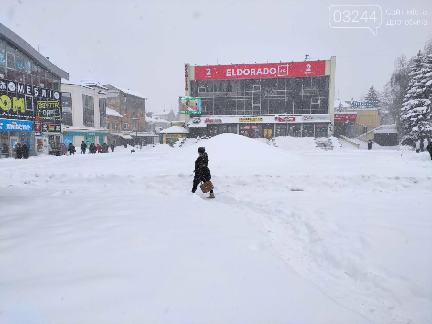 У сніговій пастці – негода випробовує Дрогобиччину. Не всім сьогодні вдалося потрапити на роботу та до школи, фото-9