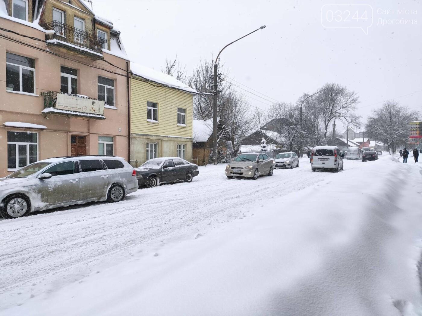 У сніговій пастці – негода випробовує Дрогобиччину. Не всім сьогодні вдалося потрапити на роботу та до школи, фото-15