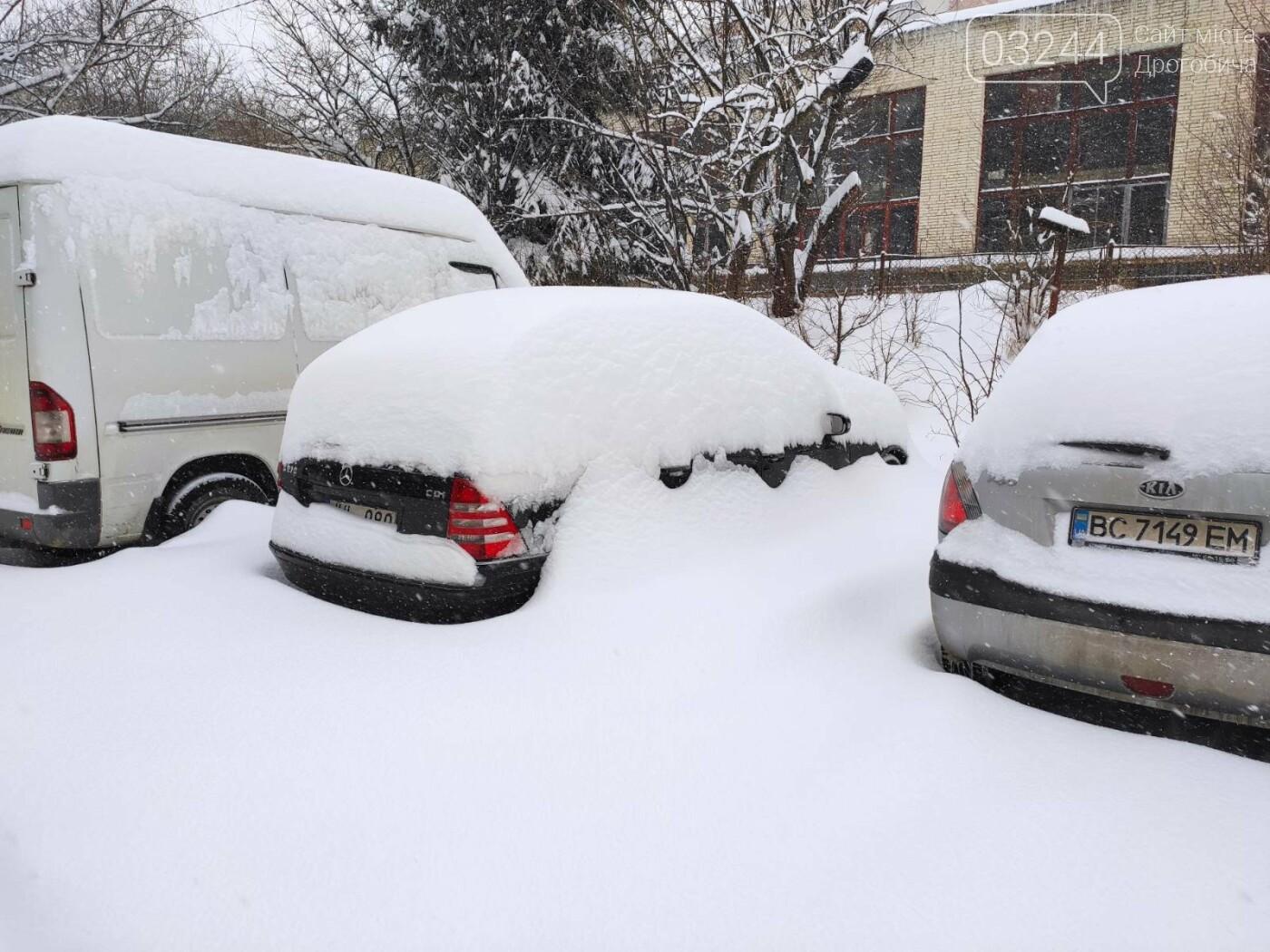 У сніговій пастці – негода випробовує Дрогобиччину. Не всім сьогодні вдалося потрапити на роботу та до школи, фото-6