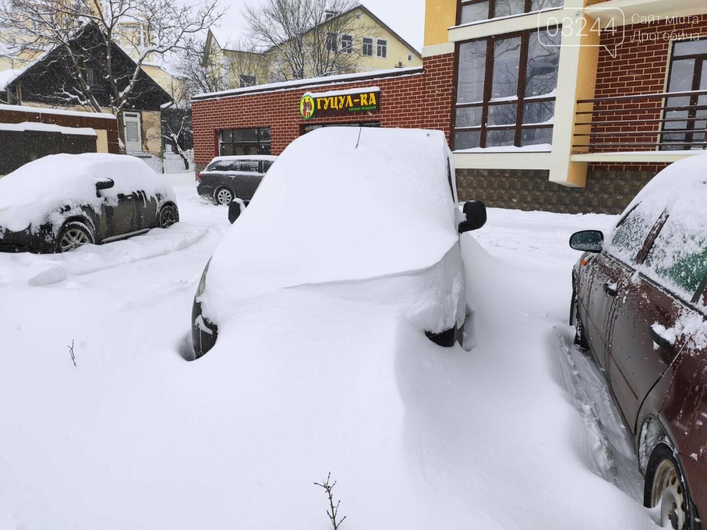 У сніговій пастці – негода випробовує Дрогобиччину. Не всім сьогодні вдалося потрапити на роботу та до школи, фото-1