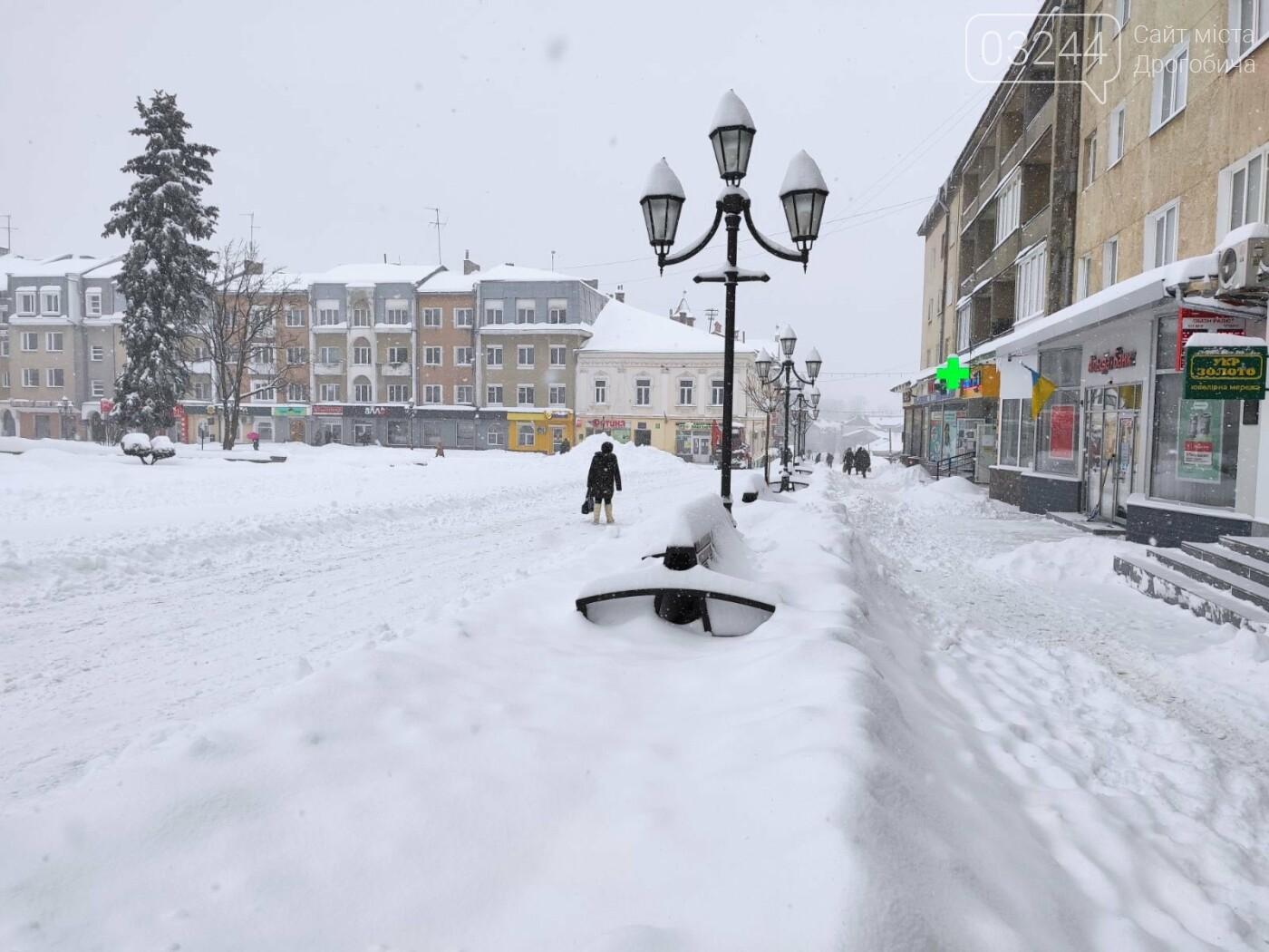 У сніговій пастці – негода випробовує Дрогобиччину. Не всім сьогодні вдалося потрапити на роботу та до школи, фото-11