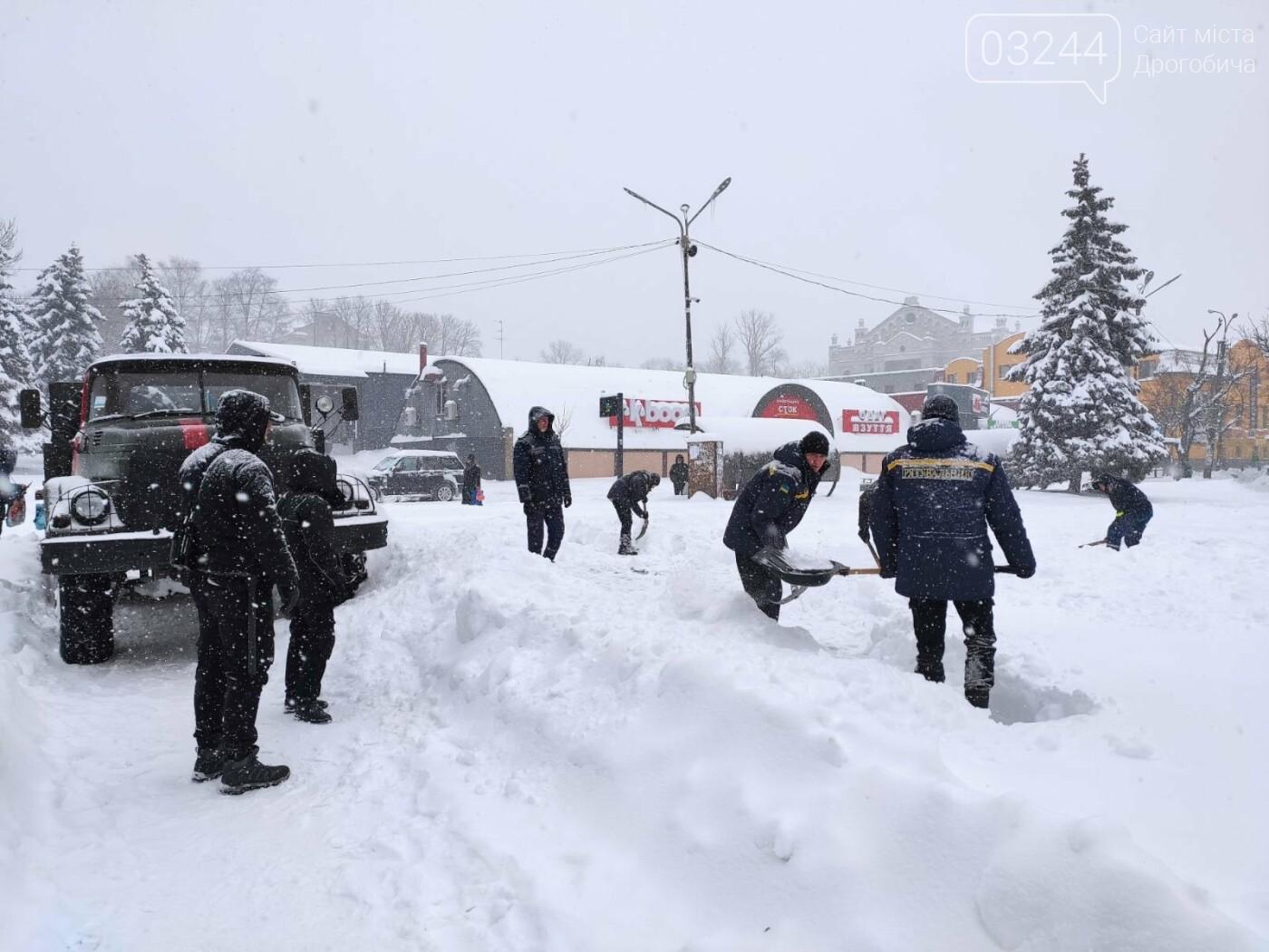 Щоб не замерзнути: у Дрогобичі розгорнули 2 пункти обігріву - один тимчасовий, інший - стаціонарний, фото-3