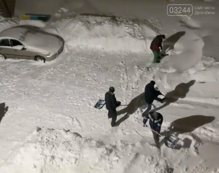 Притрусило: негода перетворила автівки, які не виїжджали кілька днів, на снігові кургани, - ФОТОРЕПОРТАЖ, фото-2