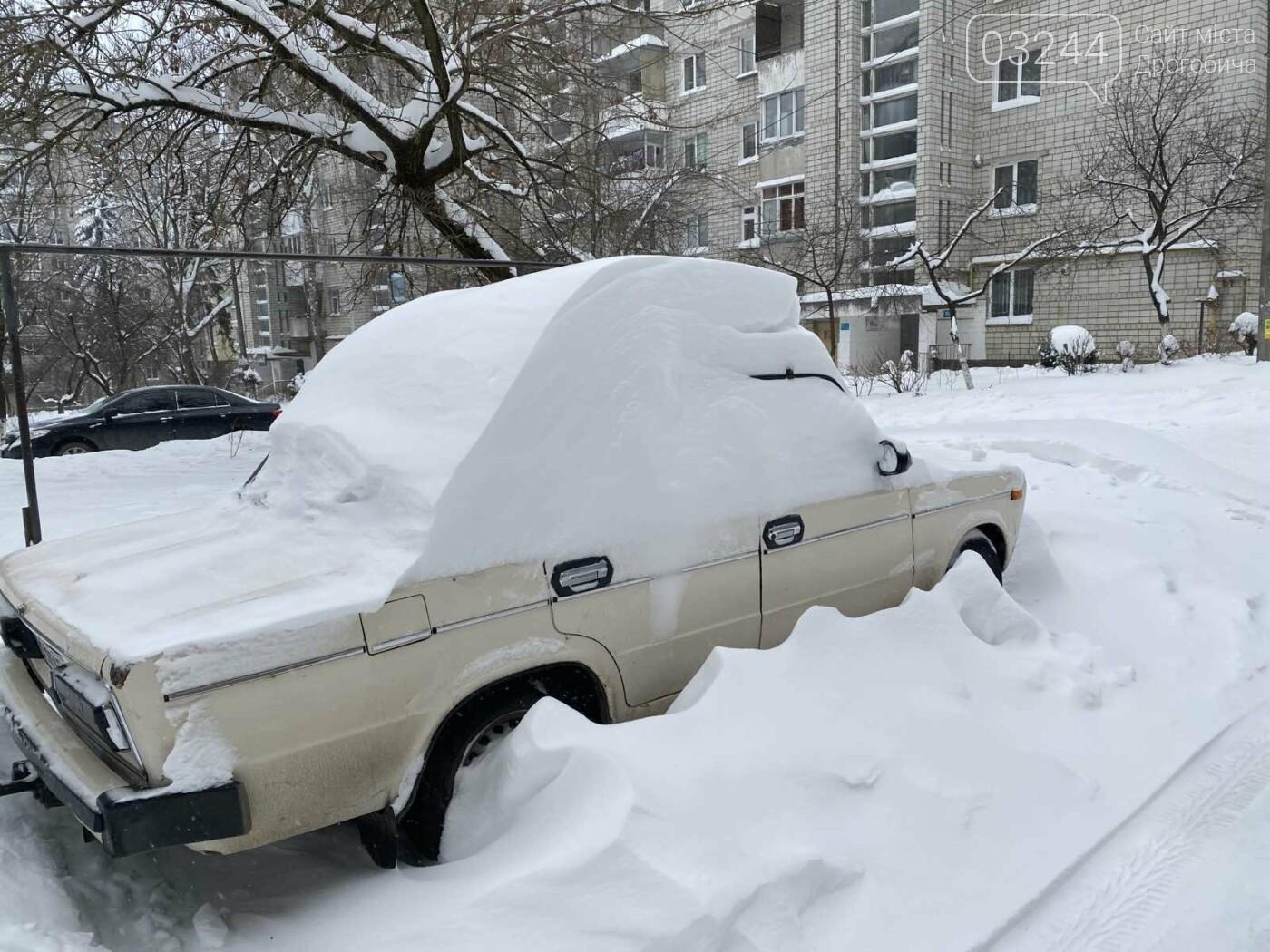 Притрусило: негода перетворила автівки, які не виїжджали кілька днів, на снігові кургани, - ФОТОРЕПОРТАЖ, фото-6