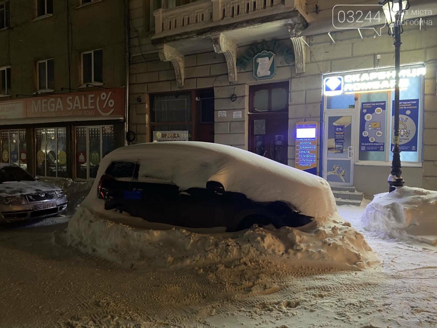 Притрусило: негода перетворила автівки, які не виїжджали кілька днів, на снігові кургани, - ФОТОРЕПОРТАЖ, фото-15