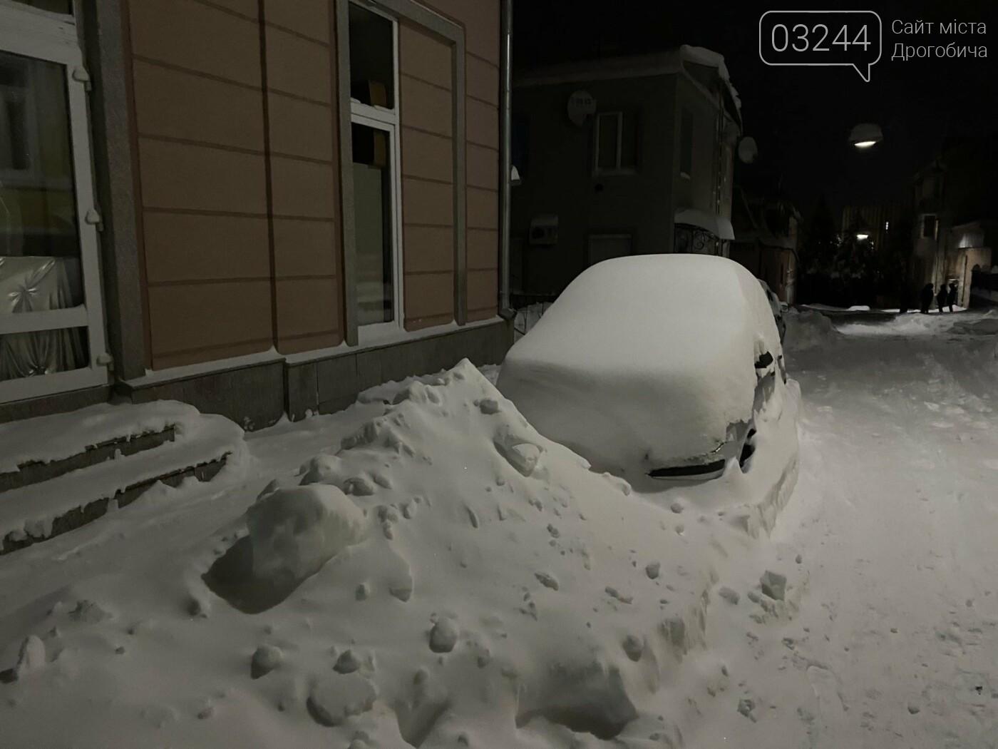 Притрусило: негода перетворила автівки, які не виїжджали кілька днів, на снігові кургани, - ФОТОРЕПОРТАЖ, фото-13