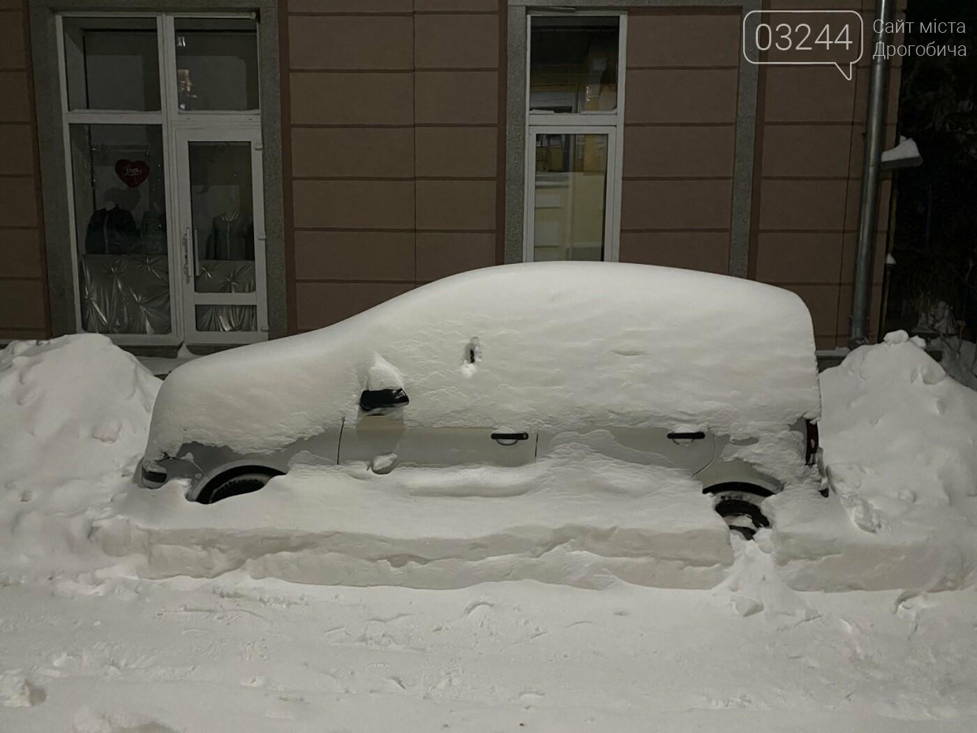 Притрусило: негода перетворила автівки, які не виїжджали кілька днів, на снігові кургани, - ФОТОРЕПОРТАЖ, фото-12