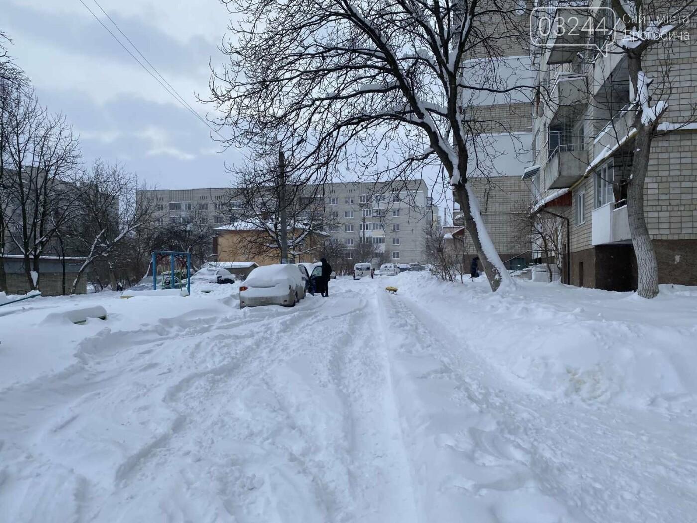 Притрусило: негода перетворила автівки, які не виїжджали кілька днів, на снігові кургани, - ФОТОРЕПОРТАЖ, фото-8