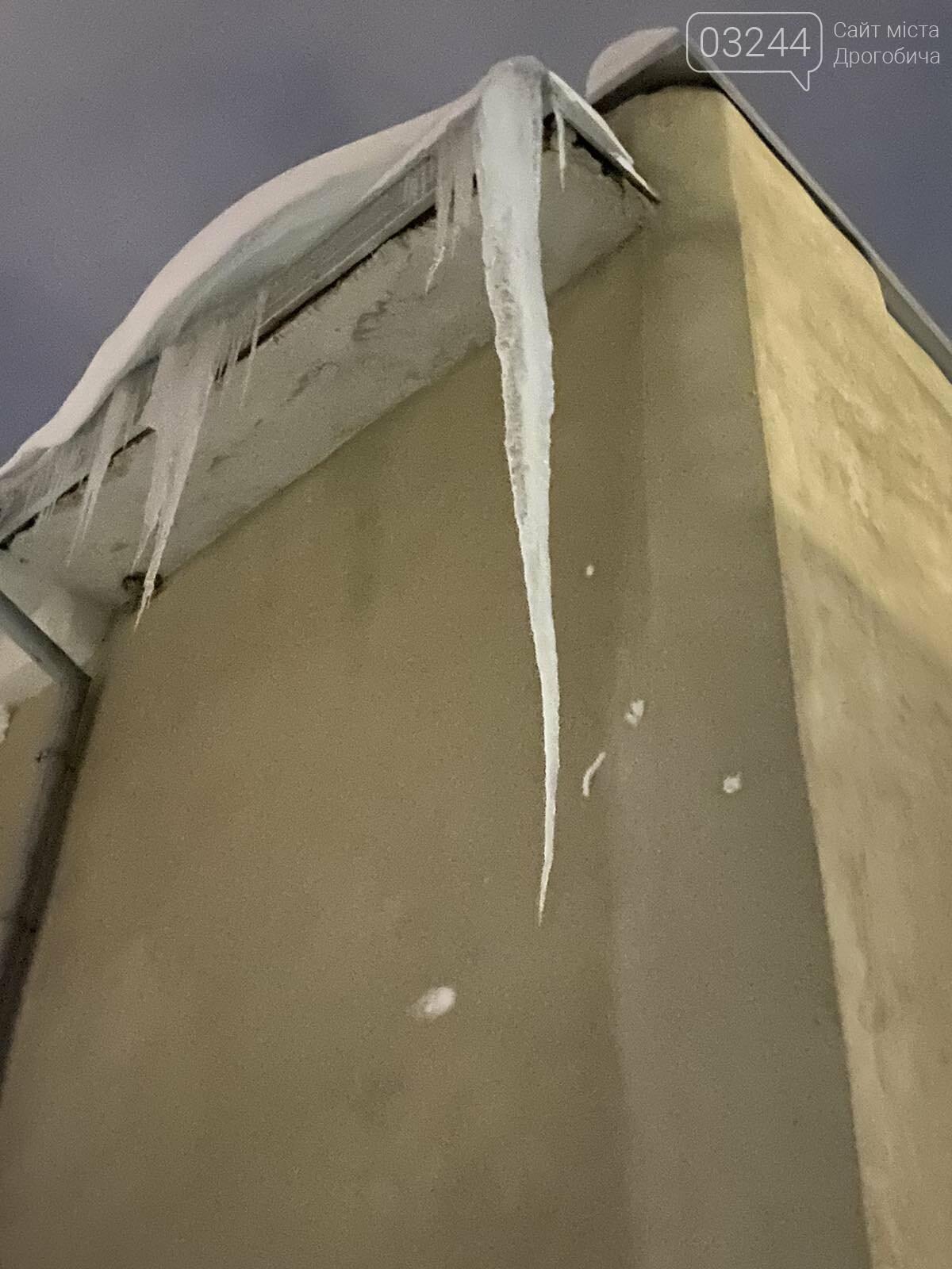 Обережно: з дахів звисають величезні бурульки, - ФОТО, фото-4