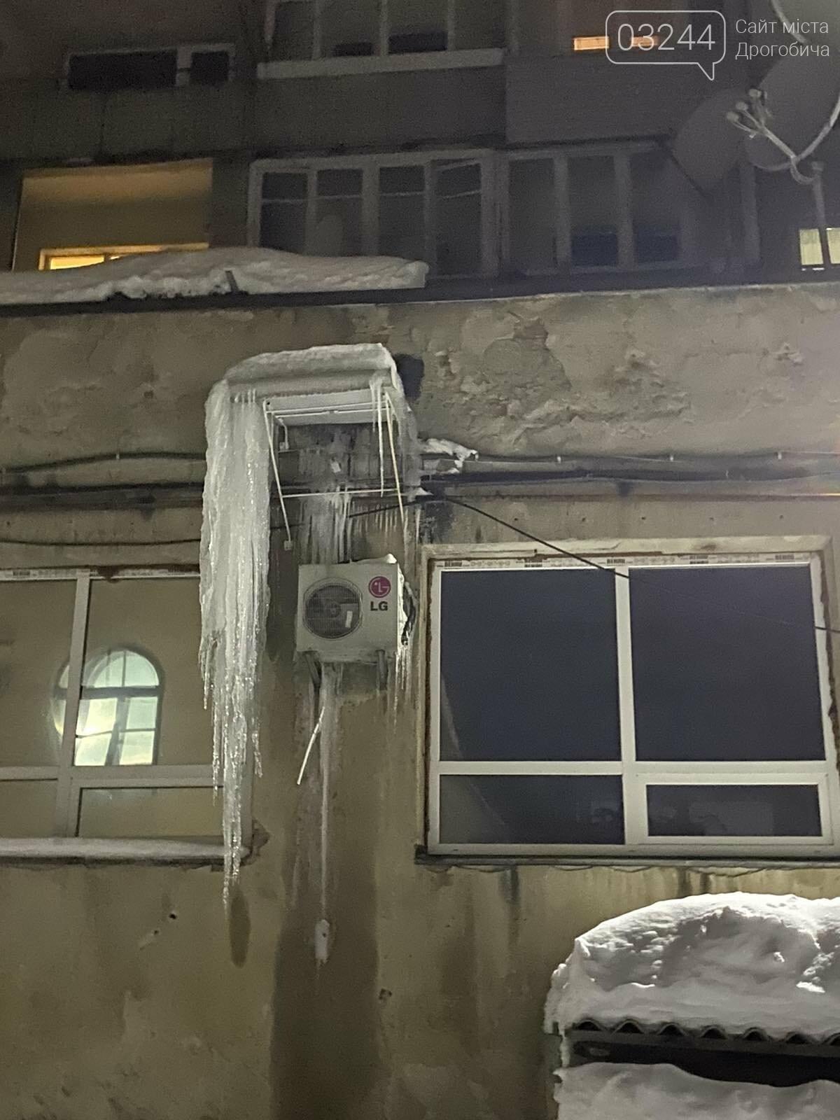 Обережно: з дахів звисають величезні бурульки, - ФОТО, фото-3