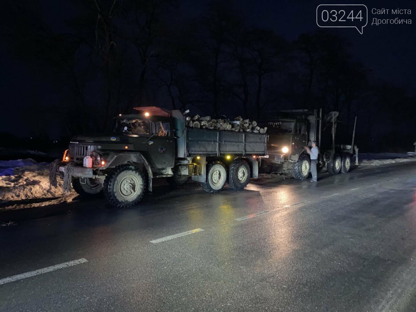 При в'їзді у Дрогобич ледь не перевернулась фура, фото-5