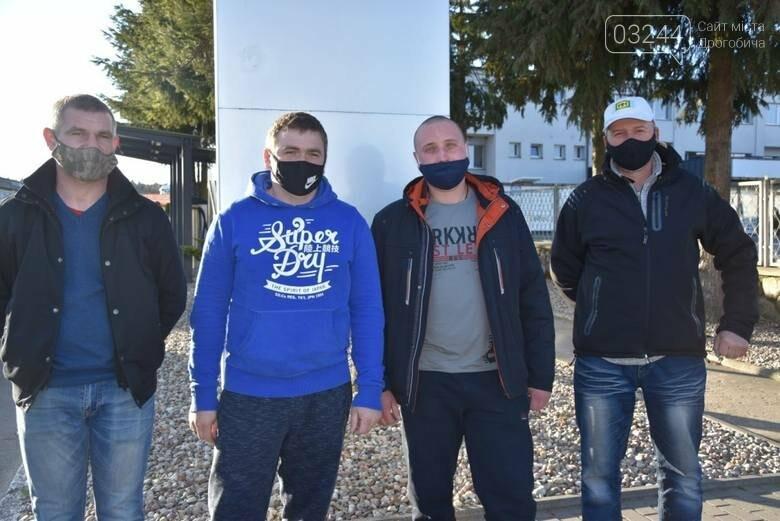 Трьох українських заробітчан преміювали за порятунок самогубці у Польщі, фото-1