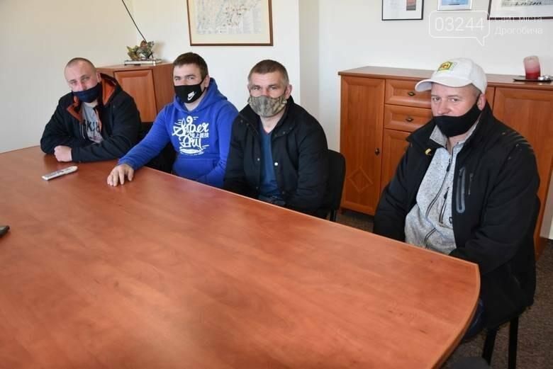 Трьох українських заробітчан преміювали за порятунок самогубці у Польщі, фото-3