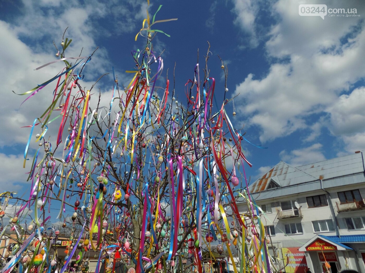 У Бориславі писанкове дерево, в Трускавці – великодній кошик, у Дрогобичі – писанки: міста чепурять до Великодня, фото-1