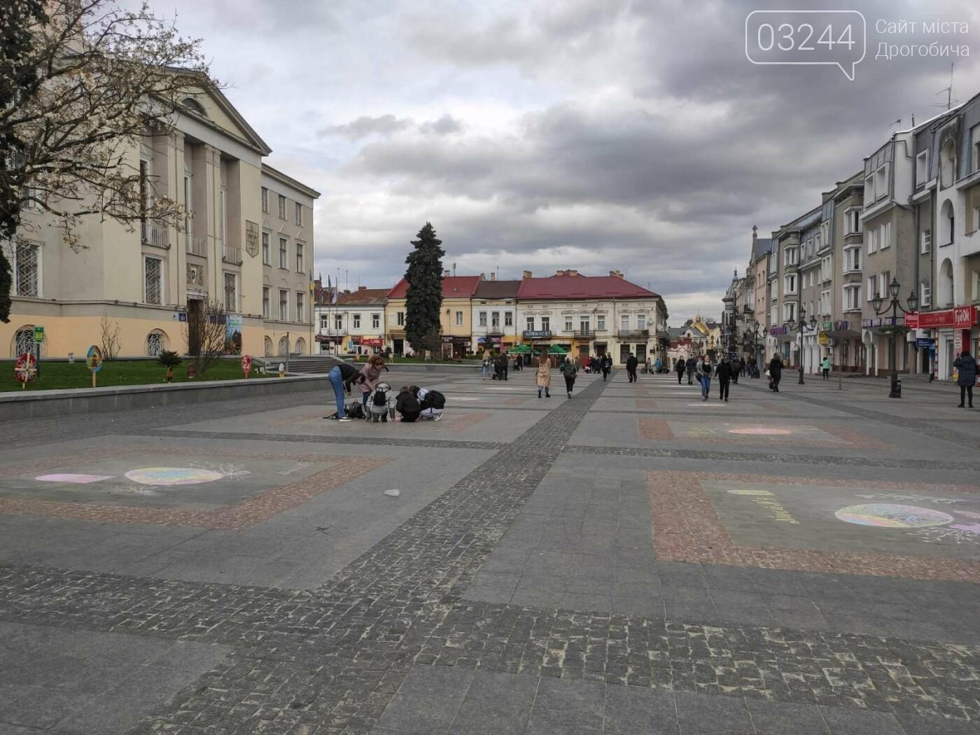 Дрогобич розцвів писанками: місто прибрали до Великодня, - ФОТО, фото-21