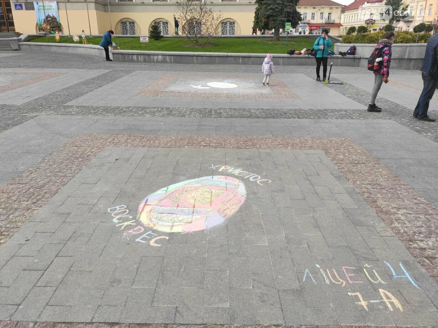 Дрогобич розцвів писанками: місто прибрали до Великодня, - ФОТО, фото-16