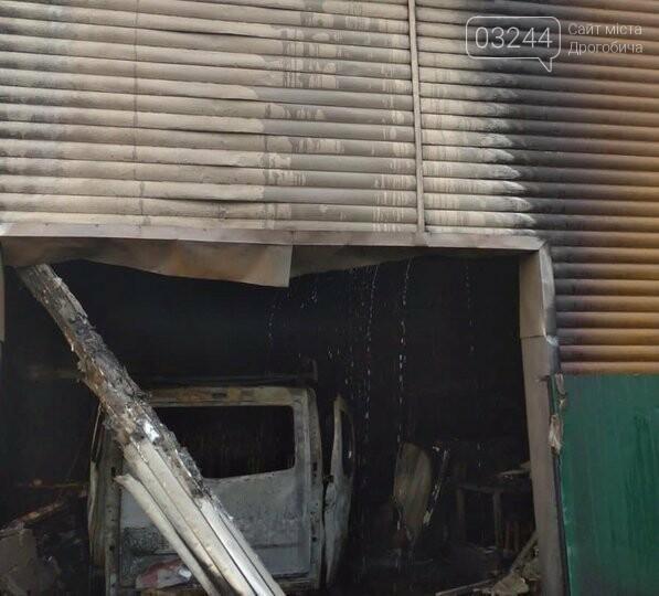 У Стрию через пожежу в гаражі згоріли два автомобілі, - ФОТО, фото-1