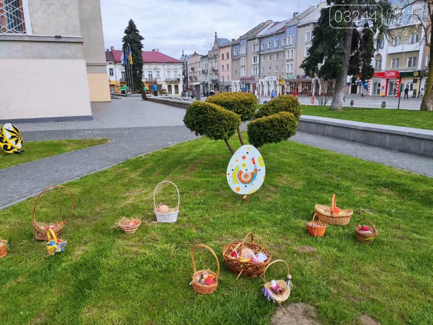 Дрогобич розцвів писанками: місто прибрали до Великодня, - ФОТО, фото-8