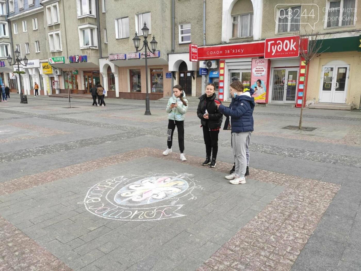 Дрогобич розцвів писанками: місто прибрали до Великодня, - ФОТО, фото-18
