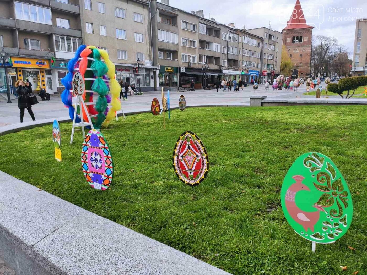 Дрогобич розцвів писанками: місто прибрали до Великодня, - ФОТО, фото-11
