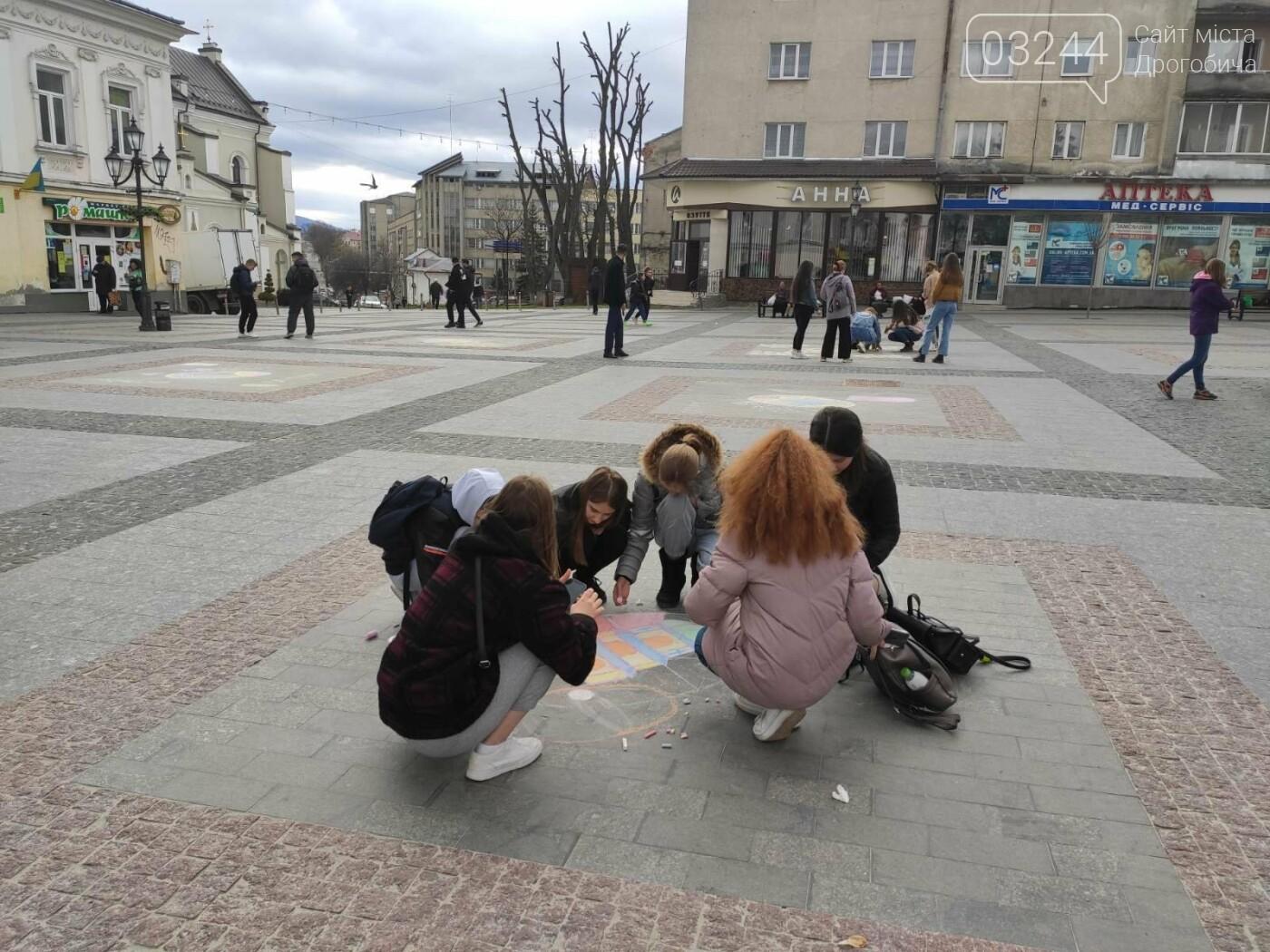 Дрогобич розцвів писанками: місто прибрали до Великодня, - ФОТО, фото-19