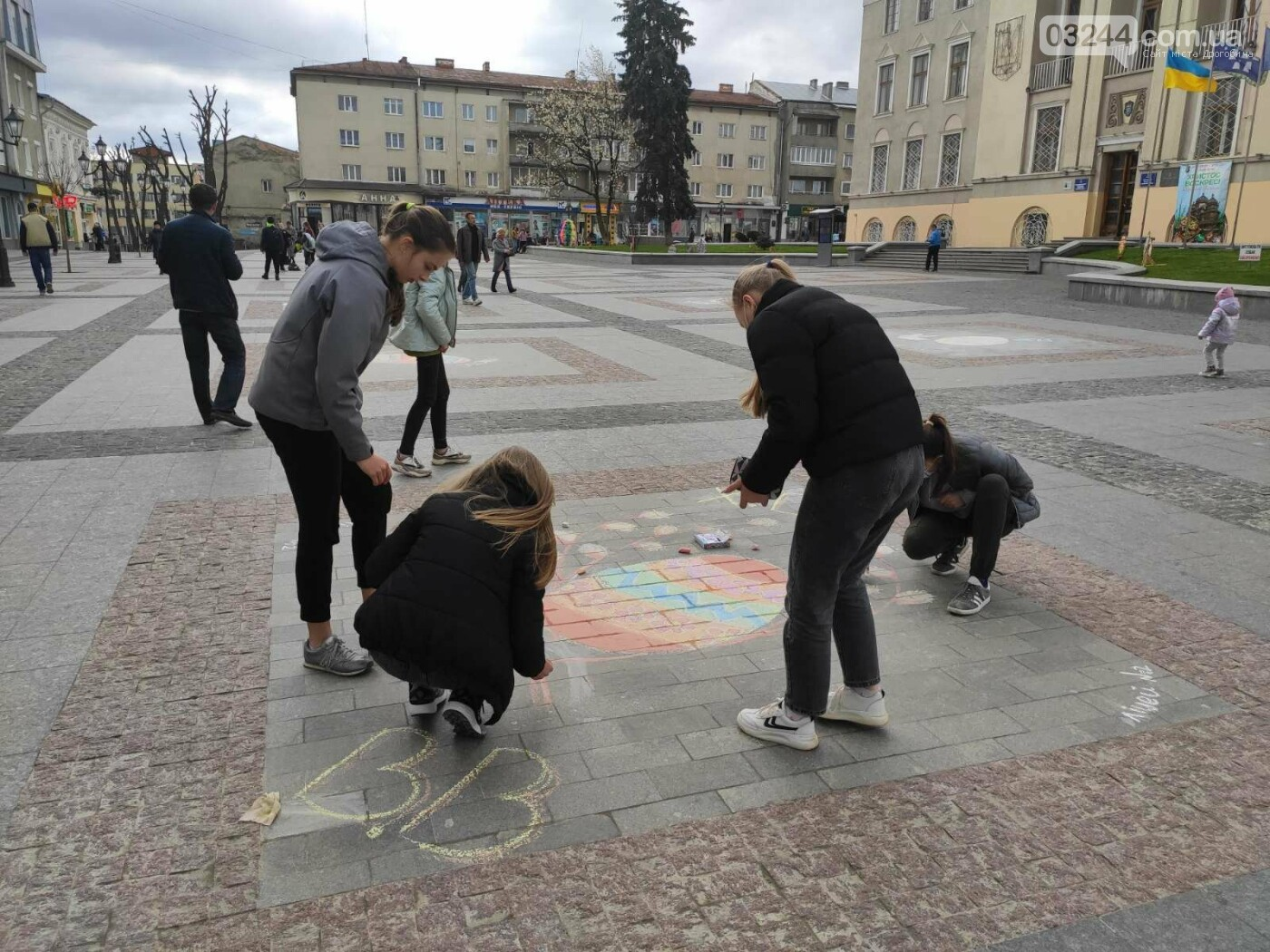 Дрогобич розцвів писанками: місто прибрали до Великодня, - ФОТО, фото-20