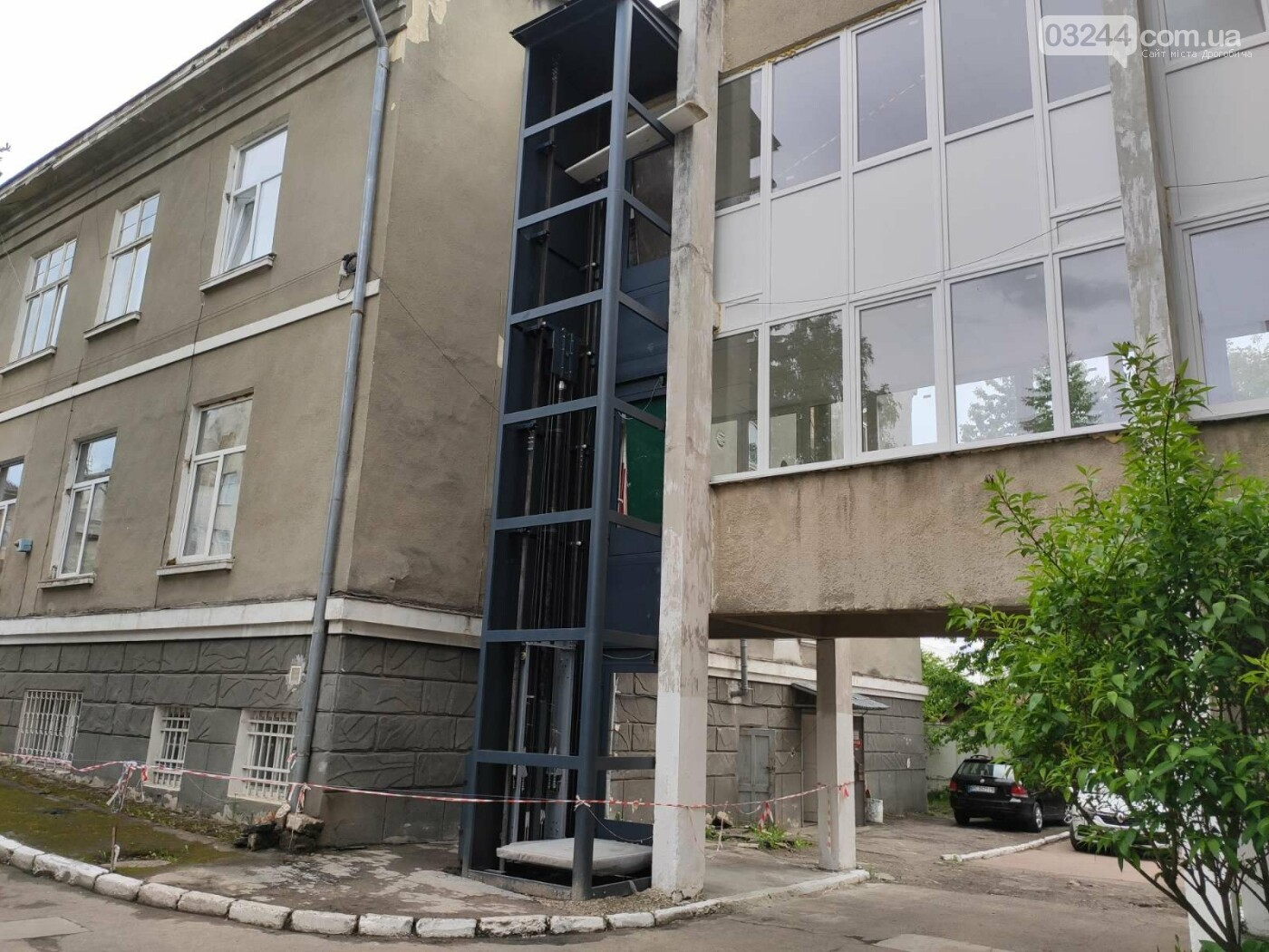 Осучаснюють: КНП «Дрогобицька поліклініка» встановлює зовнішній ліфт для маломобільних груп населення, фото-2